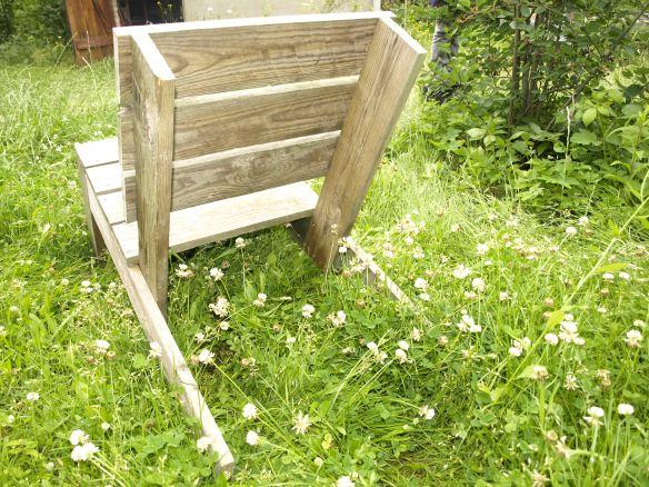 Gartenliegestuhl von hinten